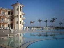 Jeden z mnoha luxusních hotelů v Port Said